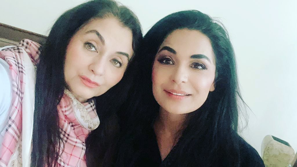 #MeeraJi Visits Friend #SalmaAgha in Dubai Have a look at the pictures.