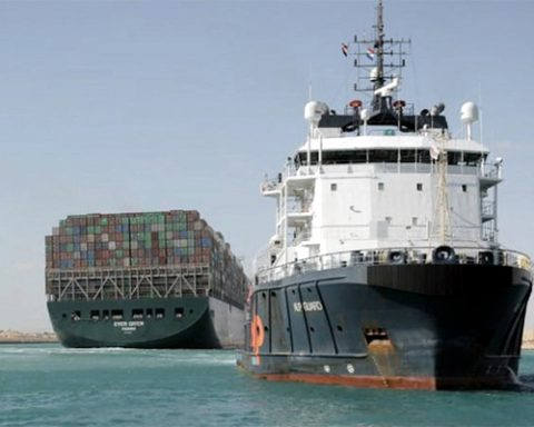 Egypt seizes ship stranded in Suez Canal, imposes 900 million fine