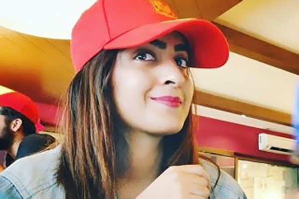Rida Asim Actress Requesting Pray For Her Mother